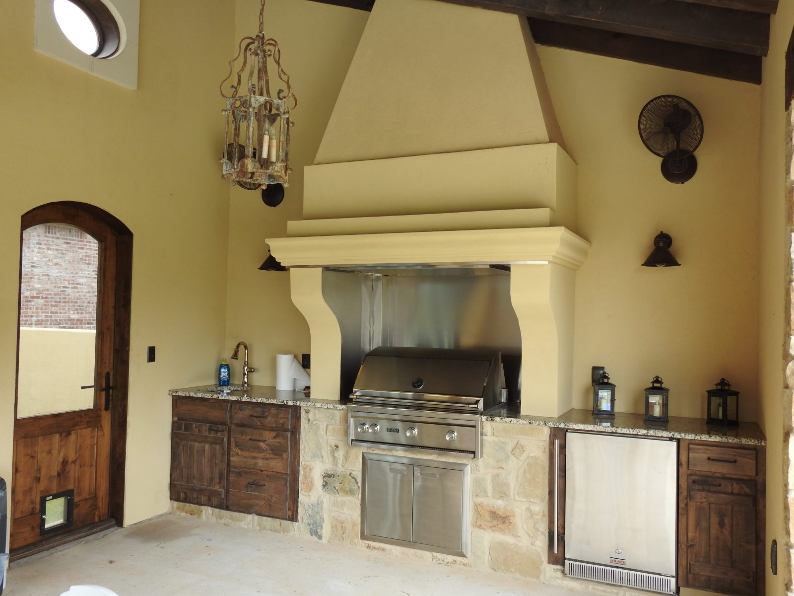 Stucco outdoor kitchen Shreveport Construction Remodeling Mias Stucco and Stone
